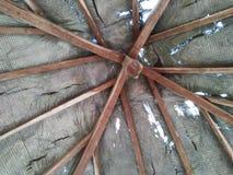 Este telhado do miradouro olha gasto e não tem sido reparado por muito tempo imagem de stock royalty free