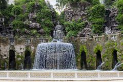 Este16th--centuryspringbrunn för villa D 'och trädgård, Tivoli, Italien Lokal för Unesco-världsarv royaltyfria bilder