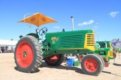 Tractor americano clásico: Oliverio 77 (1950) Imagen de archivo