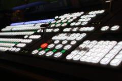 Este é um tiro macro de um painel de controlo sadio de mistura da estação de rádio da tevê do vídeo Foto de Stock