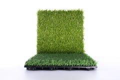 Esteira da grama no fundo branco Fundo artificial da telha do relvado fotografia de stock royalty free