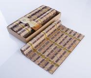 esteira de bambu ou esteira da cozinha em um fundo Imagens de Stock Royalty Free