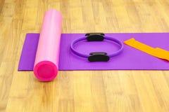 Esteira e coxim da ioga Fotografia de Stock