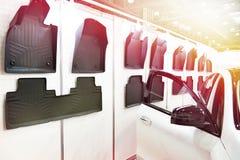 Esteiras de borracha para o interior do carro na loja Imagem de Stock Royalty Free