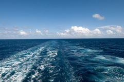 Estela del barco de la travesía foto de archivo libre de regalías