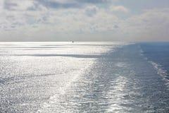 Estela en el océano Imagenes de archivo