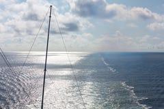Estela en el océano Imagen de archivo libre de regalías