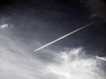 Estelas de vapor, rastros de condensación o rastros del vapor Fotografía de archivo