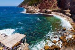 Estellencs vaggar stranden, Mallorca Royaltyfri Bild
