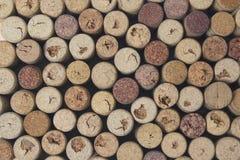 Estensioni del vino sul primo piano della tavola immagine stock