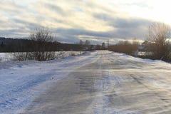 Estensioni innevate del paesaggio di inverno Un parco nell'inverno dentro fotografia stock