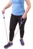 Estensori di pratica di forma fisica della donna di mezza età. Fotografia Stock