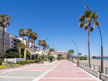 ESTEPONA ANDALUCIA/SPAIN - MAJ 5: Promenad på Estepona Spanien arkivfoto