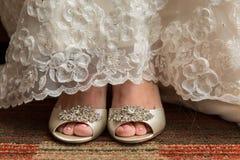estera de la novia a pie con los zapatos Imagen de archivo