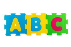 Estera del caucho del alfabeto ABC escrito en las esteras de goma aisladas encendido Foto de archivo libre de regalías
