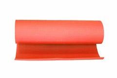 Estera roja de la yoga aislada en blanco Fotografía de archivo libre de regalías