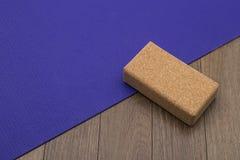 Estera y bloque de la yoga Imagen de archivo