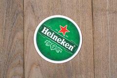 Esteras de la cerveza de Heineken foto de archivo