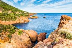 Esterel断层块法国里维埃拉,法国红色岩石  免版税库存照片