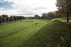 Esterna dai Bastioni de Lucca dos di da vista Imagem de Stock Royalty Free