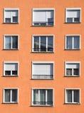 Esterno arancione-chiaro moderno del blocchetto dell'alloggio Immagine Stock