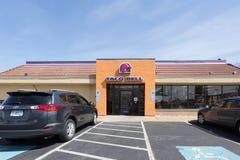 Esterno del fast food di Taco Bell con il segno ed il logo fotografia stock