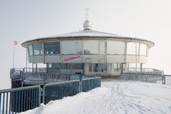 Esterno del ristorante di giro di Piz Gloria un giorno nuvoloso di inverno circa Murren, Svizzera Fotografie Stock Libere da Diritti