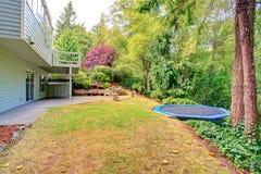 Esterno della Camera Cortile con area del patio Fotografia Stock