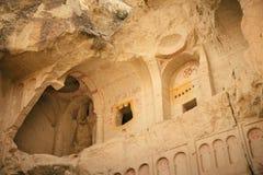 Esterno della chiesa scura antica in Goreme fotografie stock libere da diritti
