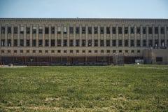 Esterno della fabbrica abbandonata a Detroit, Michigan Grande costruzione abbandonata immagine stock libera da diritti