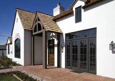 Esterno della parte anteriore di nuova casa moderna del deserto Fotografia Stock
