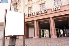 Esterno di Karlsruhe Ettlinger Tor Shopping Center Letters Closeup Immagine Stock
