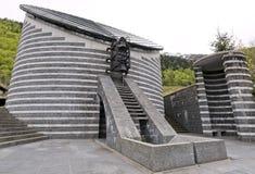 Esterno di piccola chiesa del san Giovanni Battista dal Mongo a Valle Maggia, il Ticino, Svizzera Immagine Stock