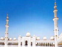 Esterno di Sheikh Zayed Mosque in Abu Dhabi È il larg Immagini Stock Libere da Diritti