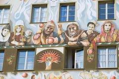 Esterno di vecchio affresco sulla parete medievale della costruzione in Lucern, Svizzera Fotografia Stock Libera da Diritti