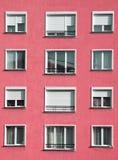 Esterno rosso-chiaro moderno del blocchetto dell'alloggio Fotografie Stock