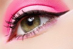 Estetiche. Trucco a macroistruzione dell'occhio di modo, visione pulita fotografia stock