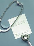 Estetoscópio com certificado em branco Fotos de Stock Royalty Free