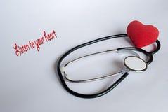Estetoscópio com coração vermelho Imagens de Stock