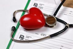 Estetoscópio do cardiologista da receita da prescrição imagens de stock