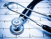 Estetoscópio e carta de ECG Fotos de Stock