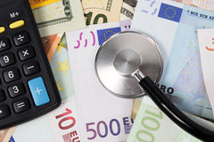Estetoscópio e dinheiro Foto de Stock