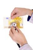 Estetoscópio e um euro da nota de banco 200 Imagens de Stock Royalty Free