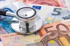 estetoscópio em euro- contas Imagem de Stock