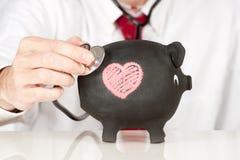 Estetoscópio em um banco piggy Imagens de Stock Royalty Free