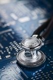Estetoscópio médico e eletrônica Foto de Stock