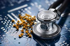 Estetoscópio médico e eletrônica Imagens de Stock