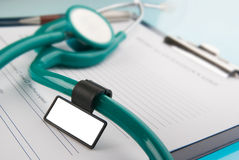 Estetoscopio en el documento médico Imagen de archivo libre de regalías