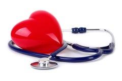 Estetoscopio médico y corazón rojo Foto de archivo libre de regalías