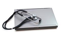Estetoscopio y computadora portátil Fotografía de archivo libre de regalías